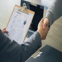 用人单位发生解散、破产等情形,依法终止社会保险缴费义务时,应当在规定时间内及时向单位所属社会机构申请办理注销登记手续。