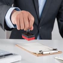 """企业、单位和个体工商业户购买和开具发票时须加盖财务印章或""""发票专用章""""。"""